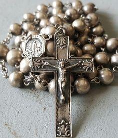Rosary Prayer, Praying The Rosary, Holy Rosary, Catholic Jewelry, Rosary Catholic, Images Instagram, Lady Of Fatima, Blessed Virgin Mary, Rosary Beads
