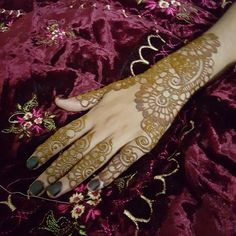 Tired doing folwer folwer design.  #hennatatto #henna #hennartist #hennaart #hennaoftheday #mehndi #mehndidesign #mehndiartist #art #artwork #artist #artoftheday #tattoo #tattooart #tattooed #tattooartist #bridehenna #bride #photooftheday #photographer #photography #hkig #hongkong #dubai #uk #likeforlike #like4like #likeback #likebackalways #tagsforlike by henna_mujahida