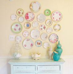 decorare le pareti con i piatti retrò