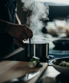 Cozer morcela não é difícil, mas é um passo importante na confeção de muitos pratos, incluindo o famoso cozido à portuguesa e a feijoada, por exemplo. Má cozedura faz com que o enchido perca sabor e qualidade, o que ninguém quer. A morcela, tal como a grande parte dos enchidos portugueses, destaca-se pela sua versatilidade. […] O conteúdo Como cozer morcela: receita passo-a-passo aparece primeiro em Alheira.net. Non Toxic Cookware, Grease Stains, Electric Stove, Adobe Photoshop Lightroom, Gumbo, Healthy Cooking, Eat Healthy, Step By Step Instructions, Free Stock Photos