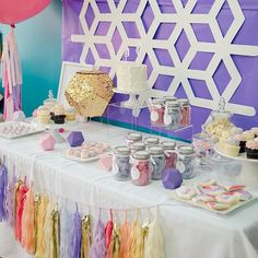 Geometric Party #desserttablescape #theswanksocial