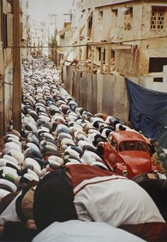 niqaabista: we pray everywhere … ♡ Powerful. - The Beauty of Islam