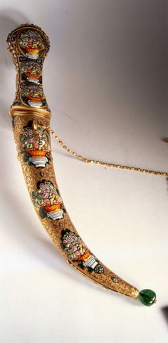 İmparatorluk Hazinesi | Topkapı Sarayı Müzesi Resmi Web Sitesi Swords And Daggers, Knives And Swords, Museum, Arm Armor, Ottoman Empire, Islamic Art, Beautiful, Jewels, Antiques