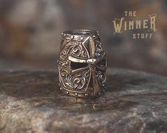 Templar Helmet - Paracord Knife Lanyard Bead in Bronze by TheWinnerStuff on Etsy Paracord Beads, Paracord Bracelets, Lanyard Knot, Rope Bracelets, Beard Beads, Engraved Pocket Knives, Templer, Paracord Projects, Bronze