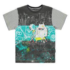T-shirt thématique à manches courtes. Le panneau avant et les manches rayées ajoutent une touche urbaine à cet incontournable de la saison. Une pièce unique !