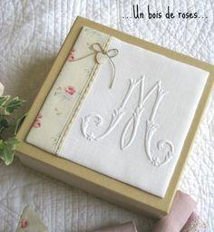 http://auboisderoses.over-blog.com/ Monogramme