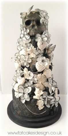 black and white skull wedding cake Skull Wedding Cakes, Gothic Wedding Cake, Gothic Cake, Wedding Cake Toppers, Skull Cakes, Gorgeous Cakes, Pretty Cakes, Amazing Cakes, Gateaux Cake