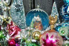 Nativity scene -Detail of Joy-Full Wreath © Glittermoon Vintage Christmas 2013