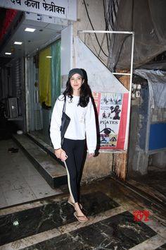 Mumbai: Shanya Kapoor spotted at Bandra - Social News XYZ Photos: Shanya Kapoor spotted at Bandra Cute Sporty Outfits, Casual Outfits, Fashion Outfits, Ariana Grande Fragrance, Cute Clothing Stores, Bollywood Stars, White Tees, Bollywood Actress, Indian Fashion