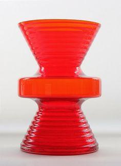 "NANNY STILL - Glass vase ""Tiimalasi"" 1444 (Hourglass) designed in 1970 for Riihimäen Lasi Oy, in production Finland. 18 cm, Ø 10 cm]"