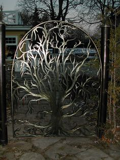 22 Insanely Charming Garden Gate DIY Projects Protecting Greenery in Style Metal Gates, Wrought Iron Gates, Garden Doors, Garden Gates, Garden Mesh, Garden Entrance, Metal Tree Wall Art, Metal Art, Plasma Cnc