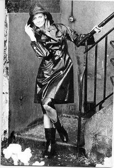 Vintage Black Rubber Raincoat, Hat and Boots Black Raincoat, Pvc Raincoat, Black White Photos, Black And White, Black Mac, Rain Days, Rubber Raincoats, Little Shop Of Horrors, Preppy Girl