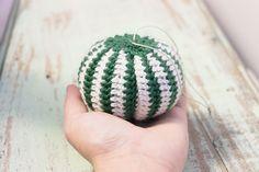 Tein kaverin pojalle pienen pikkujoululahjan - oman joulupallon mikä soveltuu sekä leikkeihin, että joulukuuseen tai muualle koristeeks...