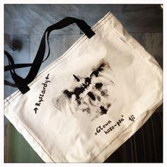Torba z nadrukiem inspirowanym Testem Rorschacha. Projekt: Androny Dizajn Cena: 30 - 40 zł. Do kupienia w Owocach i Warzywach