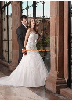 2013 Romantische Brautkleider aus Satin mit Schleppe