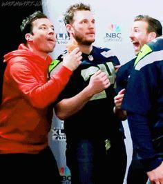 Chris Evans, Chris Pratt, and Jimmy Fallon photobombing at Super Bowl 2015