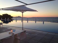 infinity pool van Vitality Hotel Punta met uitzicht op de Adriatische Zee