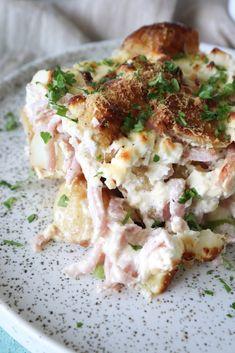 Fantastisk lækkert kartoffelfad, som hele familien vil elske! Det er lavet med ovnbagte kartofler for at give retten en endnu bedre smag. Jeg har blandt andet skinke, feta og flødeost i min, som gø…