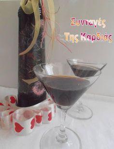 ΣΥΝΤΑΓΕΣ ΤΗΣ ΚΑΡΔΙΑΣ: Σπιτικό λικέρ Kahlua Comme Un Chef, Le Chef, Cocktail Drinks, Alcoholic Drinks, Beverages, Cocktails, The Kitchen Food Network, Cookbook Recipes, Greek Recipes