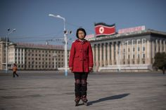 Kin Hong es estudiante en la ciudad de Pyongyang le gusta patinar en la plaza Kim Il-Sung.