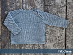 Free Knitting Pattern for a Baby Sweater Elliot ⋆ Knitting Bee Boys Knitting Patterns Free, Baby Sweater Knitting Pattern, Baby Patterns, Free Knitting, Crochet For Boys, Crochet Baby, Pull Bebe, Baby Cardigan, Baby Sweaters