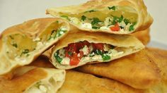 Peynirli Kızartma Börek Tarifi;  http://www.oktayustam.com/tarifler/32152-peynirli_kizartma_borek_tarifi.html