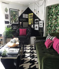 House Tour: A Masterclass in Moody Interior Design Dark Living Rooms, Living Room Paint, Interior Design Living Room, Home And Living, Retro Living Rooms, Art Et Design, Design Blog, Living Room Decor Guide, Deco Originale