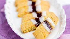 Isoäidin pikkuleivät - Yhteishyvä Cornbread, Feta, Dairy, Cheese, Cookies, Baking, Ethnic Recipes, Kitchens, Sun