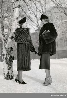 Vintage Winter, Vintage Fur, Vintage Style, Vintage Photographs, Vintage Photos, 1940s Fashion, Vintage Fashion, Pantalon Large, Outerwear Women