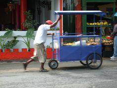 ile Maurice - marchand ambulant avec sa cariole.Cuisine mauricienne.