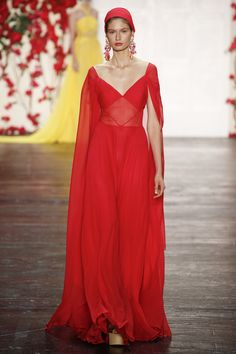 Exquisite Red Evening Gown by Naeem Khan Spring 2016 Ready-to-Wear Collection Photos - Vogue