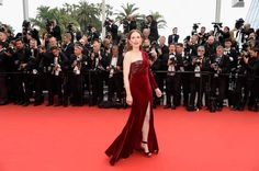 CANNES FESTIVAL 2015: Juliane Moore intr-o rochie Givenchy Haute Couture din catifea.  Vezi rochiile Givenchy din colectia noastra: www.dressbox.ro/givenchy