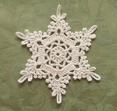Crochet Snowflake | Pattern: 四季のレースパターン100 Thread: Rich More… | Flickr