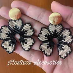 Crochet Beaded Bracelets, Beaded Earrings Patterns, Seed Bead Patterns, Bead Loom Bracelets, Beaded Crafts, Diy Earrings, Beading Patterns, Beaded Jewelry, Handmade Jewelry