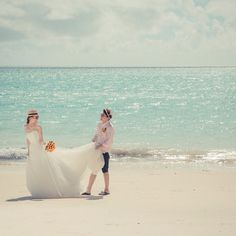 「#沖縄ウェディング 最近のバンプデザインは日本を飛び出して#海外挙式 の予約が増えています。 ありがとうございます! でももちろん日本の素晴らしいリゾート・#沖縄 での撮影もたくさん撮影したいっ そこで沖縄ウェディング密着撮影プラン料金を設定しました。 内容は海外挙式と同じ。…」