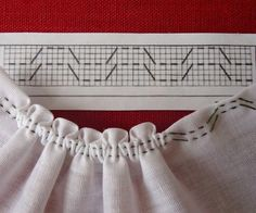 Smocking at the edge of a piece of fabric. Smocking Tutorial, Smocking Patterns, Sewing Patterns, Sewing Hacks, Sewing Tutorials, Sewing Crafts, Diy Couture, Couture Sewing, Techniques Couture