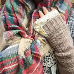 Fingerless knitted lace arm warmers $19.90#bohochic #bohemian#bohomittens
