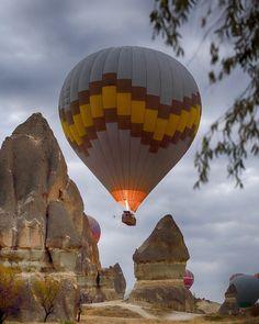 Полет на воздушном шаре в Каппадокии начинается рано утром. В летнее время полеты начинаются до восхода солнца. #воздушныйшаркападокия #турция #активныйотдых #велотуркападокия #магеномтуры #туризмтурция #активныйотдыхтурция #полетвоздушныйшар #велотур