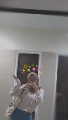 Casual Hijab Outfit, Ootd Hijab, Girl Hijab, Hijab Fashion Inspiration, Fashion Photography Inspiration, Creative Instagram Photo Ideas, Insta Photo Ideas, Selfi Tumblr, Foto Mirror