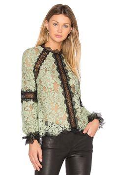 Alexis Ryanne Top в цвете Серовато-зеленый | REVOLVE