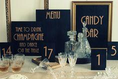 """Great Gatsby (1930's) -teemassa vuokrattava kylttisarja, johon sisältyy menukyltti, """"Time to drink champagne"""" -kyltti sekä karkkibuffet -kyltti kultaisissa raameissa. www.somistevuokraamo.fi"""