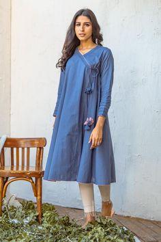 Simple Kurti Designs, Stylish Dress Designs, Kurta Designs, Casual Summer Dresses, Stylish Dresses, Simple Dresses, Pakistani Casual Wear, Latest Pakistani Fashion, Angrakha Style