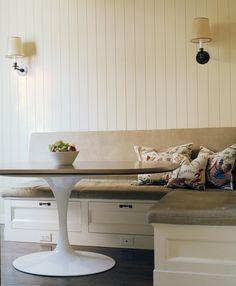 Sitzbank mit Sitzkissen und platzschaffenden Schubladen