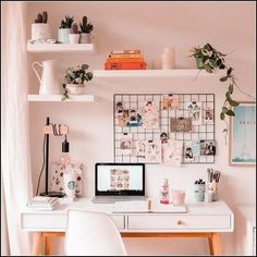 30 Girly Pink Home Office Ideas That Work All Day .- 30 Girly Pink Home Office-Ideen die Sie den ganzen Tag arbeiten möchten – Seite 37 von 38 -… – Diyideasdecoratio. 30 Girly Pink Home Office Ideas That You Want To Work All Day – Page 37 of 38 -… Study Room Decor, Cute Room Decor, Room Setup, Study Rooms, Girl Room Decor, Room Decor Bedroom, Diy Bedroom, Study Space, Bedroom Lighting