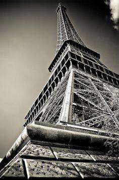 #Paris. A paradise for pairs.