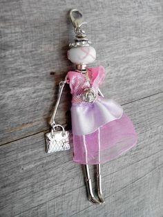 Collier sautoir pendentif jolie poupée articulée *ruban rose cancer du sein* 5 : Collier par octobre-rose