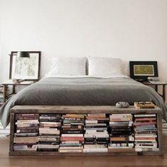 Bibliothèque au pied du lit - Magazine Avantages