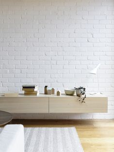 Clarence House is a minimalist house located in Melbourne, Australia, designed by Rob Kennon. (5)