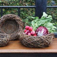 Fill these well-made and unique nests with spring flowers, vegetables or Easter treats to delight your friends and family!