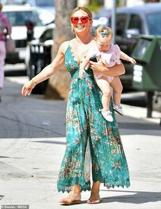Hilary Duff dons a teal jumpsuit as she and her family step out for Sunday brunch Hilary Duff Style, Looks Com Short, Curvy Fashion Summer, Sunday Brunch Outfit, Girl Fashion, Fashion Outfits, Fashion And Beauty Tips, Classy Casual, Petite Outfits